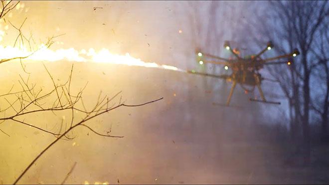 Ateş püsküren drone alev silahı