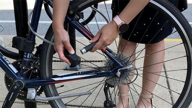 AirLock isimli bu ürün ile bisiklet pompası ile bisiklet kilidi bir araya geliyor