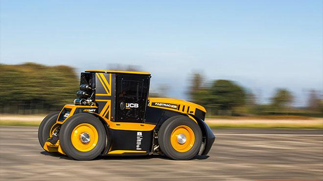 Dünyanın en hızlı traktörü rekoru JCB