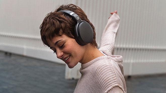 Sennheiser ve Audio-Technica kablosuz kulaklık