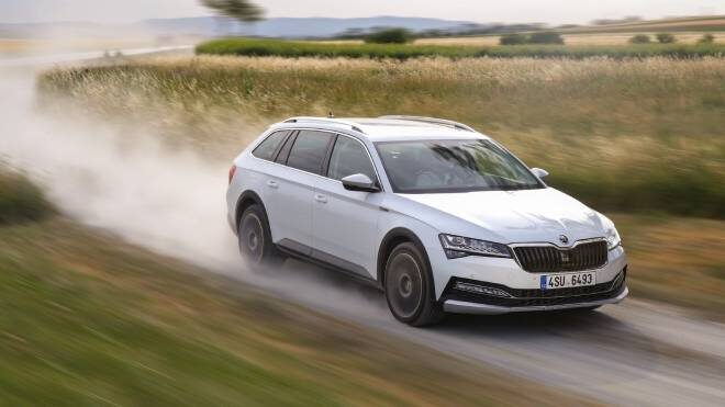 Skoda Superb multimedya