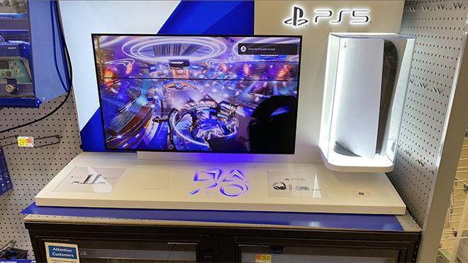 PlayStation 5 konsolu adeta yakmaya çalışan mağaza kurulumu