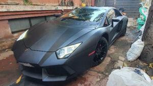 Temeli Honda Civic, görünüşü Lamborghini Aventador