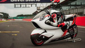 Karşınızda dünyanın en hızlı elektrikli motosiklet modeli adayı