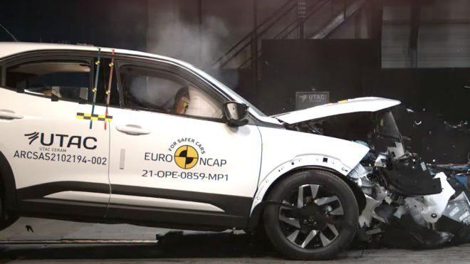 2021 Opel Mokka carpisma testi