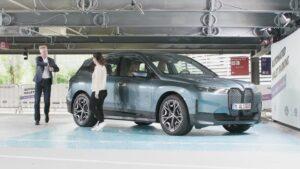 BMW iX otonom park