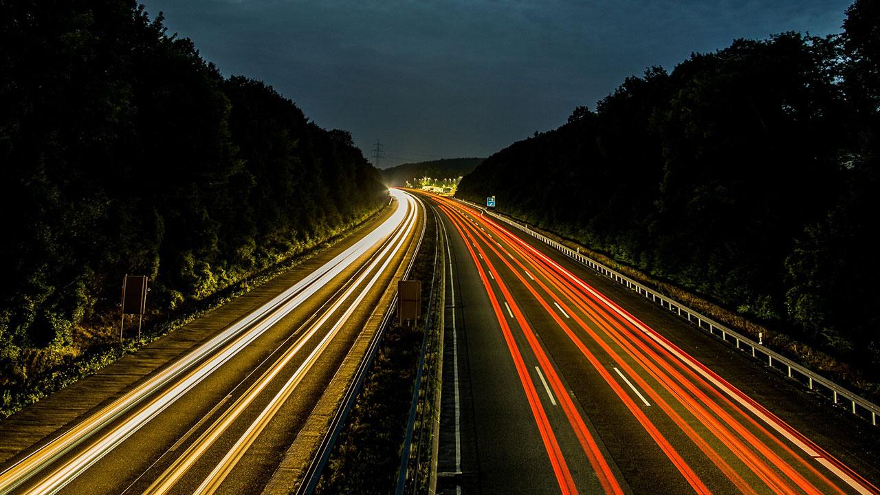 Sınırsız eğlence sona erebilir; Alman otobanlarına hız limiti gelebilir thumbnail